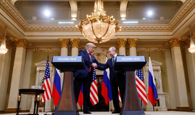 Ο Τραμπ «άδειασε» την ίδια του τη χώρα μπροστά στον Πούτιν! | tanea.gr