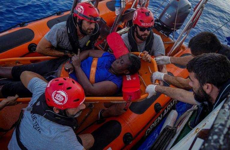 ΜΚΟ: Η λιβυκή ακτοφυλακή άφησε να πεθάνουν μία γυναίκα και ένα παιδί   tanea.gr