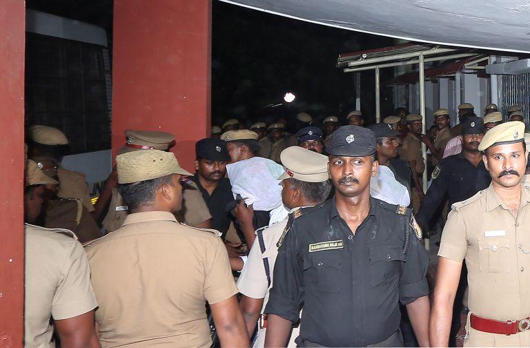 Ινδία: 18 άνδρες βίαζαν 12χρονη συστηματικά για επτά μήνες | tanea.gr
