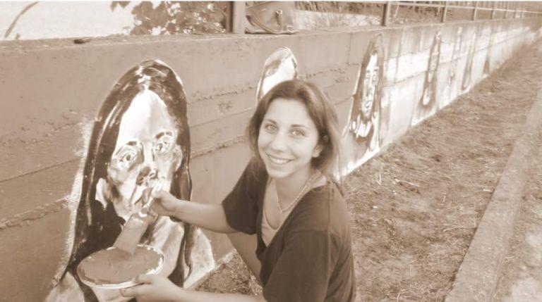 Φλώρινα: 18χρονη αλλάζει την εικόνα της πόλης με τη ζωγραφική της | tanea.gr