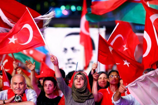 Τουρκία: Ηρθη τη νύχτα η κατάσταση έκτακτης ανάγκης, μένουν οι διώξεις | tanea.gr