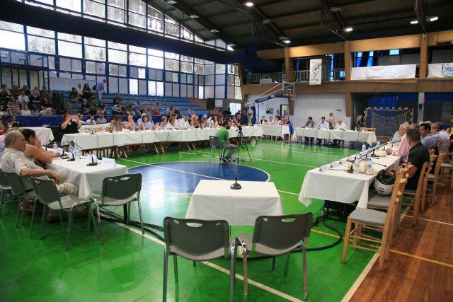 Δίπλα δίπλα Δημοτικό Συμβούλιο και βαποράκια | tanea.gr