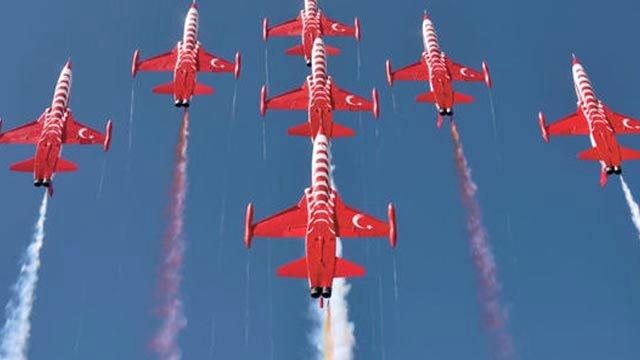 Τουρκικά αεροσκάφη στους εορτασμούς για την εισβολή στην Κύπρο   tanea.gr