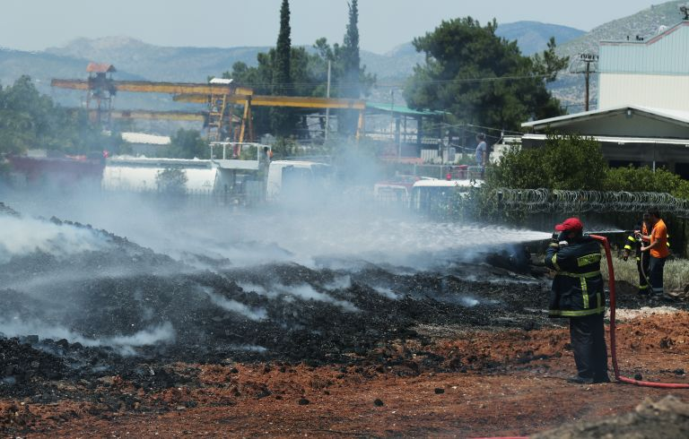 Υπό μερικό έλεγχο η φωτιά στο Μενίδι | tanea.gr