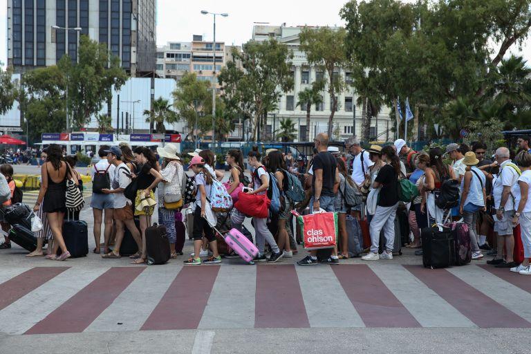 Αυξάνονται οι αφίξεις τουριστών | tanea.gr