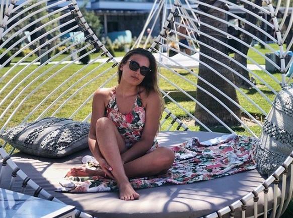Στη Χαλκιδική για διακοπές η εντυπωσιακή κόρη του Ζάεφ | tanea.gr