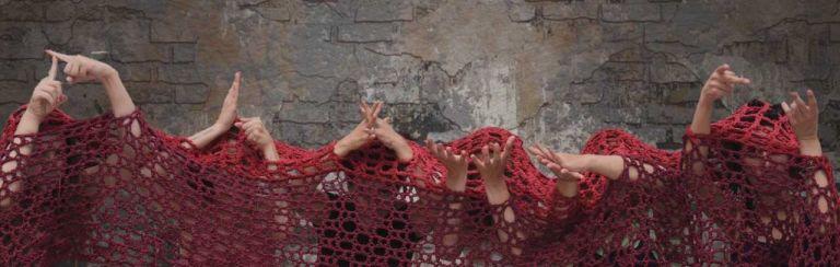Οι «Τρωάδες» στη νοηματική απόψε στο Θέατρο Κολωνού | tanea.gr