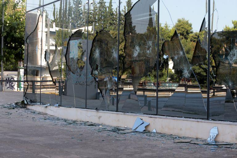Ο «Ρουβίκωνας» χτύπησε στη ΔΟΥ Ψυχικού (βίντεο) | tanea.gr