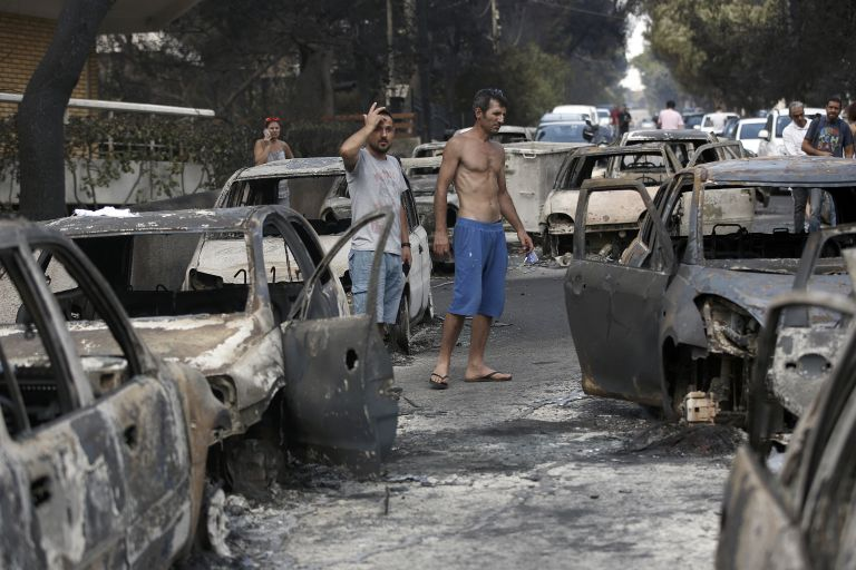 Πού μπορείτε να προσφέρετε βοήθεια στους πυρόπληκτους της Αττικής | tanea.gr