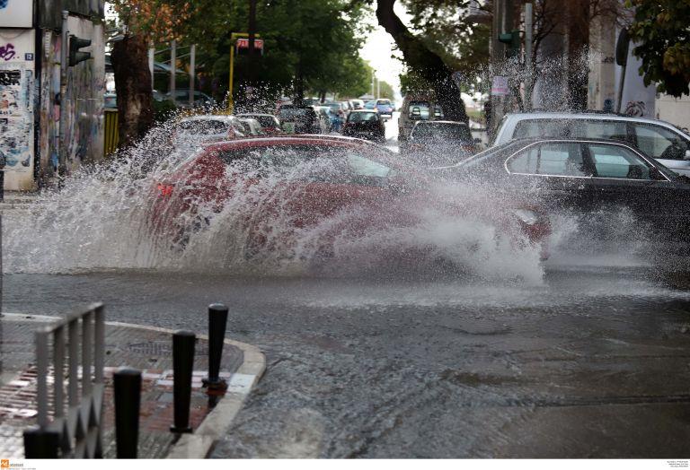 Βροχές και καταιγίδες την Πέμπτη - Δείτε που χαλάει ο καιρός | tanea.gr