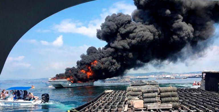 Ισπανία: Δύο σοβαρά τραυματίες από φωτιά σε τουριστικό πλοίο | tanea.gr
