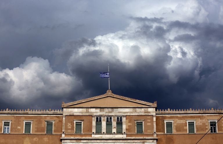 Γιατί η κυβέρνηση μοιράζει… 5χίλιαρα; Τι θέλει να κρύψει με το πακέτο παροχών | tanea.gr