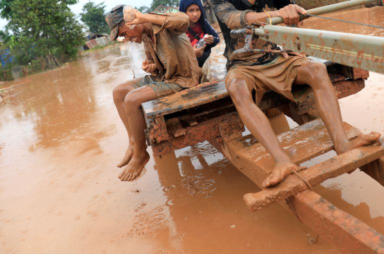 Λάος: Λασπόνερα έφτασαν στην Καμπότζη - Αναζητούνται 130 αγνοούμενοι   tanea.gr