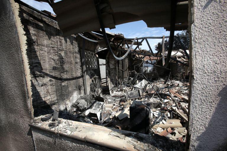 Συνεχίζονται οι αυτοψίες στις πυρόπληκτες περιοχές: 998 σπίτια ακατάλληλα | tanea.gr