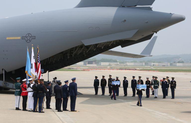 Η Βόρεια Κορέα παρέδωσε σορούς αμερικανών πεσόντων - Ευχαριστίες Τραμπ   tanea.gr