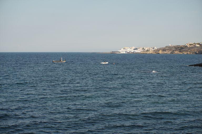 Πυρκαγιές : Διασώστες σώζουν παιδιά σε βραχώδη ακτή στο Μάτι (βίντεο) | tanea.gr