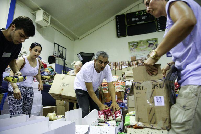 Χίλια κιβώτια ανθρωπιστική βοήθεια από την Κύπρο στους πυρόπληκτους | tanea.gr