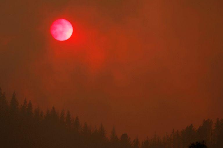 Πυρκαγιές στις ΗΠΑ : 7.000 άνθρωποι άφησαν τα σπίτια τους   tanea.gr