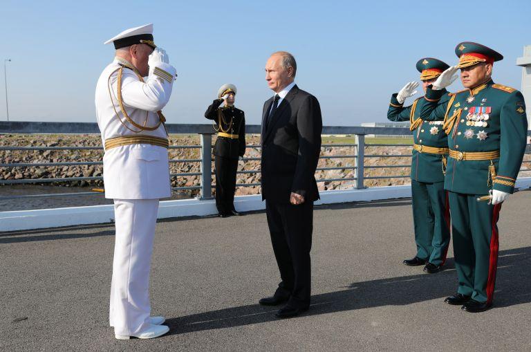 Ο Πούτιν παραδέχεται τη σπουδαιότητα του Πολεμικού Ναυτικού της Ρωσίας | tanea.gr