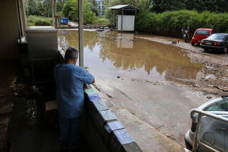 Πλημμύρες: «Πνίγηκαν» οχήματα - πλημμύρισε το νοσοκομείο Σωτηρία   tanea.gr