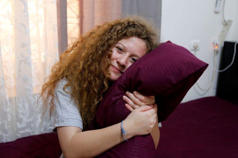Θα ξαναχτυπούσε τον Ισραηλινό στρατιώτη η 17χρονη Παλαιστίνια Aχεντ Ταμίμι | tanea.gr