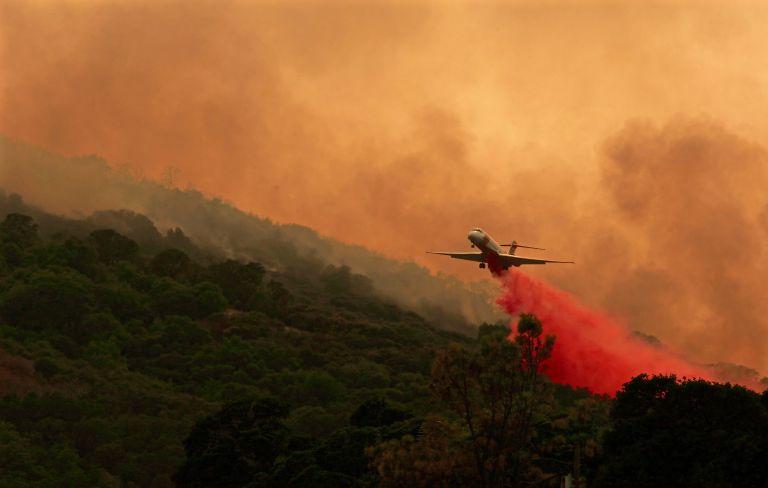 Ελπίδες για τη μάχη κατά των φονικών πυρκαγιών στην Καλιφόρνια | tanea.gr