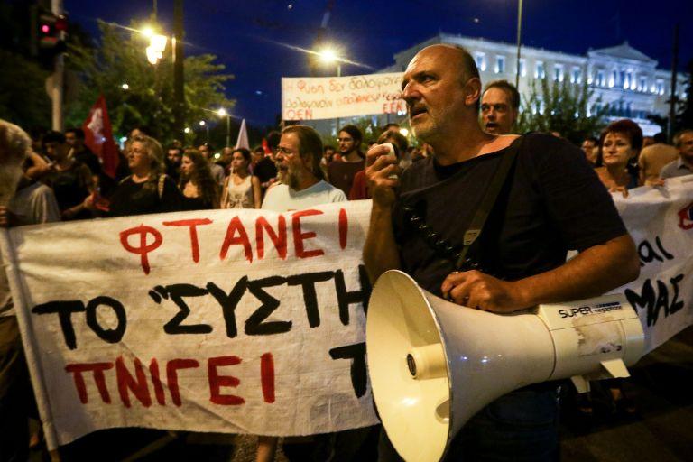 Πορεία αλληλεγγύης για τους πληγέντες από τις πυρκαγιές στην Αθήνα   tanea.gr