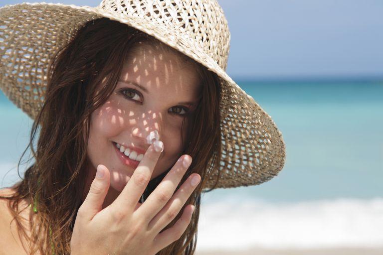 Οσα πρέπει να ξέρετε για να χρησιμοποιείτε σωστά το αντηλιακό σας | tanea.gr