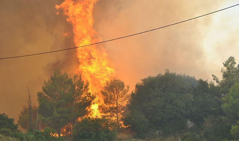 Ενισχύσεις στη Ζάκυνθο για τις δύο πυρκαγιές | tanea.gr