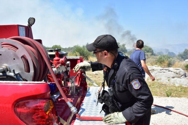 Υπό μερικό έλεγχο η φωτιά στο Κορωπί | tanea.gr