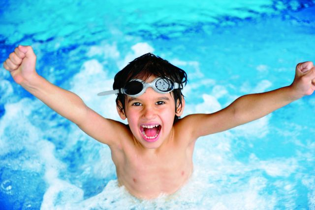 Τι να προσέχετε όταν το παιδί σας κολυμπάει στην πισίνα | tanea.gr
