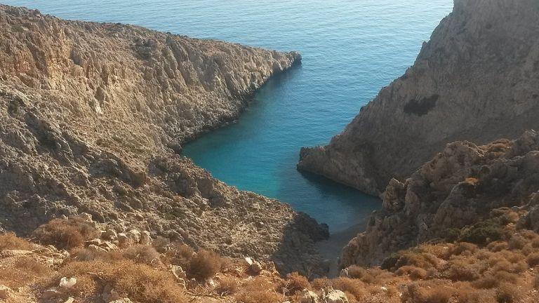 Σεϊτάν Λιμάνια : Στα τραύματα του υπέκυψε 17χρονος που έπεσε από τα βράχια | tanea.gr