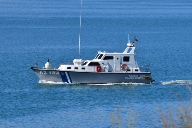 Λιμενικό και Frontex αναζητούν βόρεια της Σάμου λέμβο με 50 μετανάστες   tanea.gr