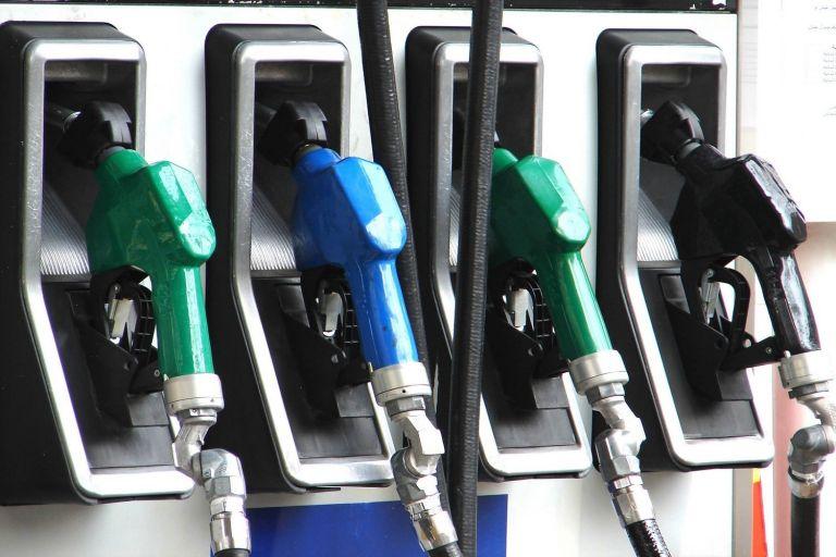 Στα ύψη η τιμή της βενζίνης – Ξεπέρασε τα 2 ευρώ το λίτρο | tanea.gr