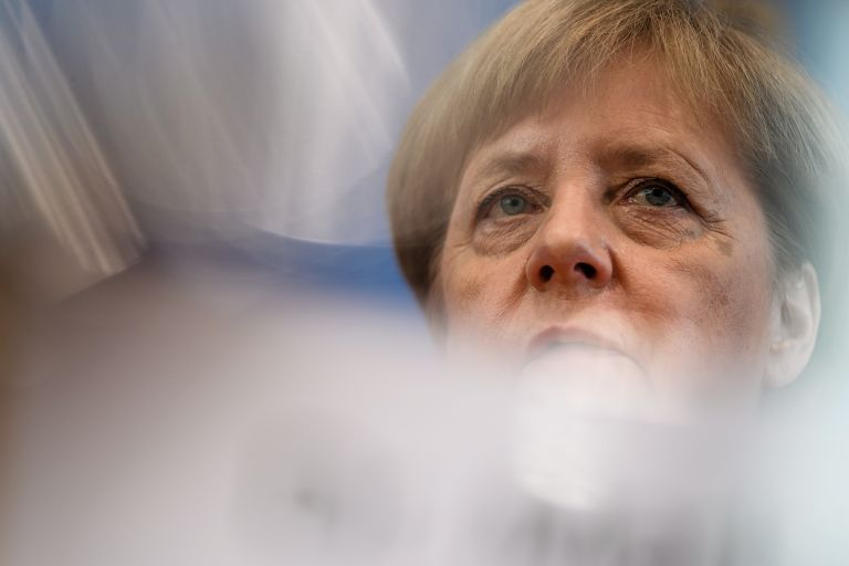 Νέο ιστορικό χαμηλό για το κόμμα της Μέρκελ – Ανεβαίνει το ακροδεξιό AfD | tanea.gr