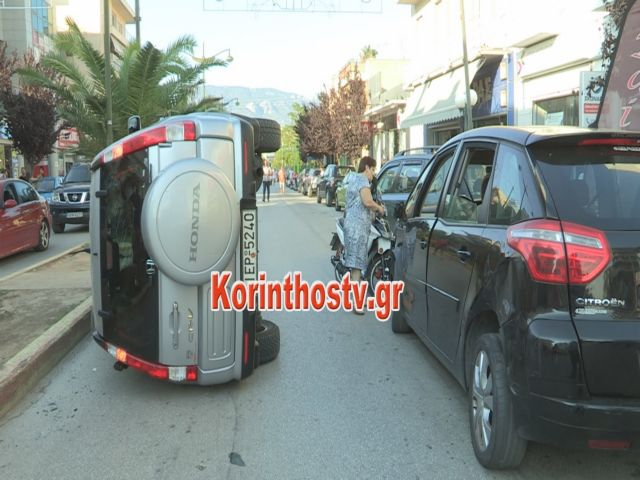 Απίστευτη ανατροπή αυτοκινήτου στο κέντρο της Κορίνθου | tanea.gr