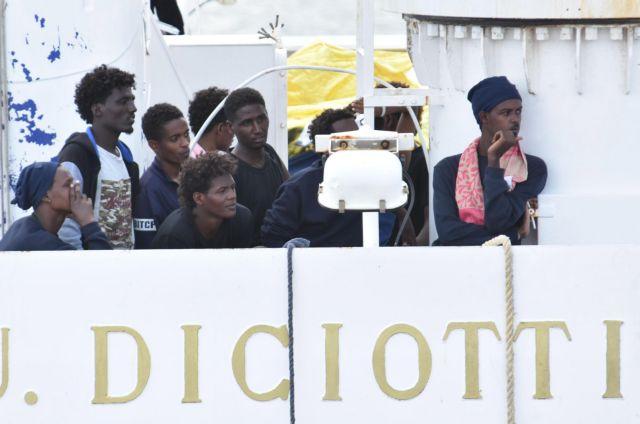 Απεργία πείνας άρχισαν μετανάστες στο πλοίο «Diciotti» | tanea.gr