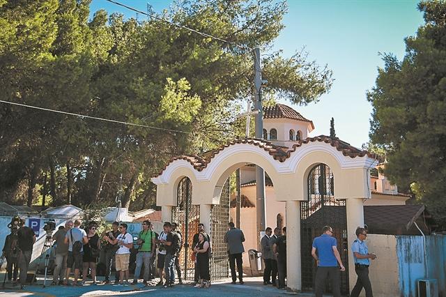 Καλλιτέχνες, δημοσιογράφοι, πολιτικοί, πλήθος κόσμου αποχαιρέτησαν τη Ρίκα Βαγιάννη | tanea.gr