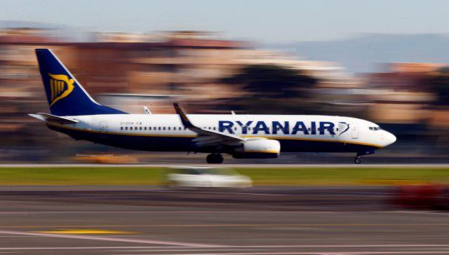 Ισπανία: Ενωση καταναλωτών στρέφεται κατά της Ryanair για τις χειραποσκευές   tanea.gr