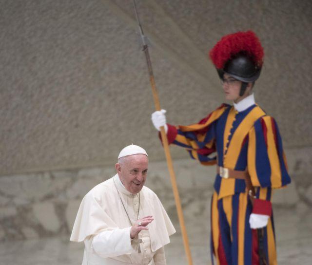 Πτώση της δημοτικότητας του πάπα Φραγκίσκου | tanea.gr