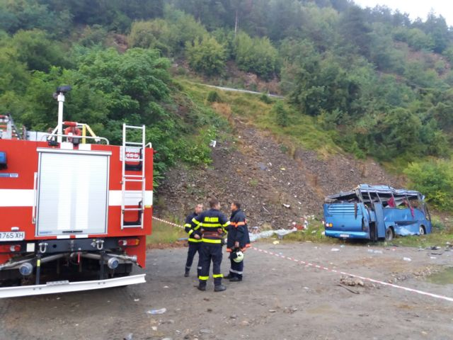 Βουλγαρία: Στους 16 οι νεκροί μετά από ανατροπή λεωφορείου | tanea.gr