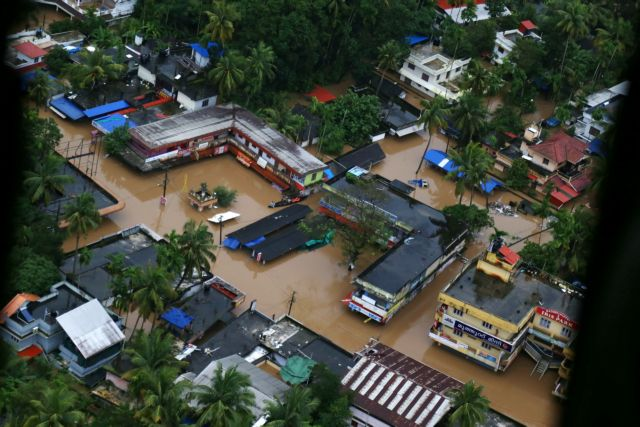 Ινδία: Τουλάχιστον 445 νεκροί από τις πλημμύρες στην Κεράλα | tanea.gr