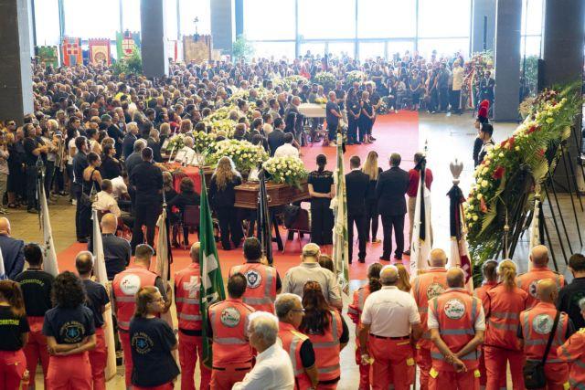 Προσευχές για τους δύο νεκρούς μουσουλμάνους στην τραγωδία στη Γένοβα | tanea.gr