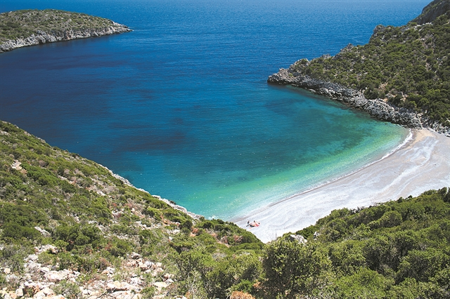 Μια άγνωστη «πισίνα» κοντά στο χωριό Ρειχιά | tanea.gr
