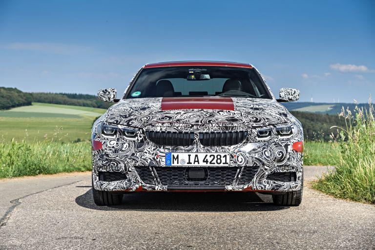 Νέα BMW 3: Αποκάλυψη με καμουφλάζ μέσα από την πίστα | tanea.gr