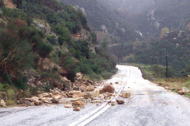 Ρωγμές σε κατοικίες, κατολισθήσεις και πτώσεις βράχων από τον σεισμό στην Καρδίτσα   tanea.gr
