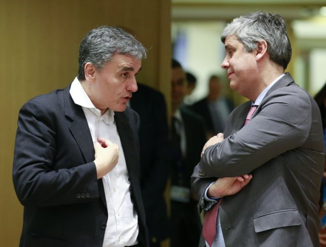 EU official puts the brakes on talk of not implementing pension cuts | tanea.gr
