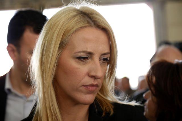 Επιμένει η Δούρου: Δεν είμαι εξαφανισμένη στα άσχημα | tanea.gr