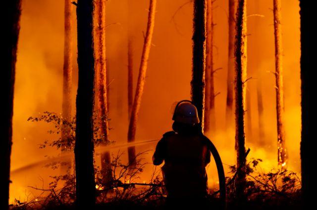 Μεγάλη πυρκαγιά στο Πότσδαμ, εκκενώθηκαν τρεις κοινότητες | tanea.gr