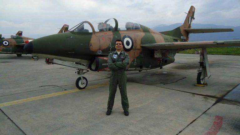 Ποιος είναι ο κυβερνήτης του μοιραίου αεροσκάφους που συνετρίβη | tanea.gr